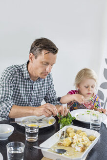 Father and daughter having lunch at home - MASF05057