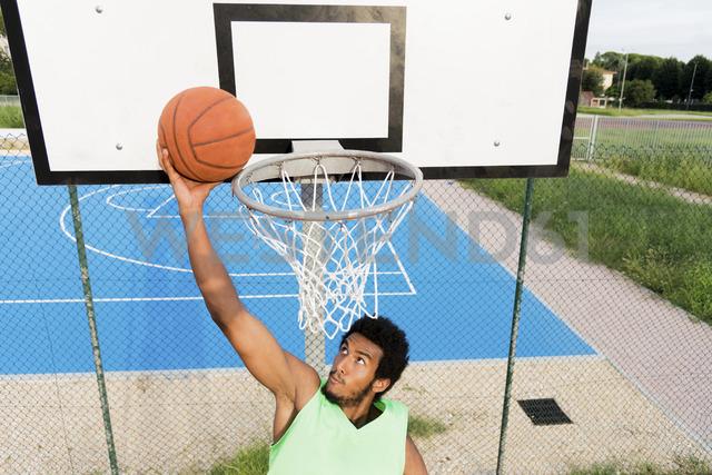 Young man playing basketball - FMOF00353