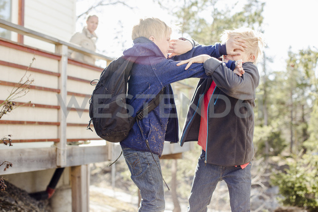 Brothers fighting while mother looking at them from balcony - MASF05701