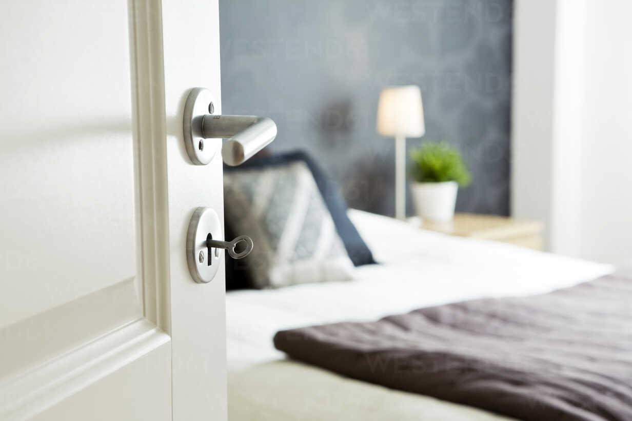 Open Bedroom Door With Key Masf06145 Kentaroo Tryman Westend61