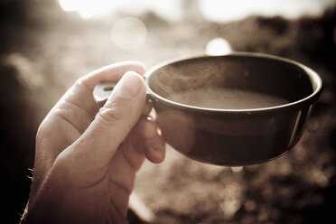 Man's hand holding hot coffee cup - MASF06199