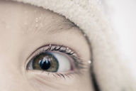 Girl with snow on eyelashes - MASF06576