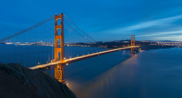 USA, California, San Francisco, Golden Gate Bridge at night - MKFF00344