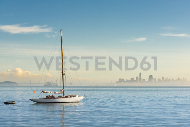 USA, California, San Francisco, Sailing boat and skyline - MKFF00350