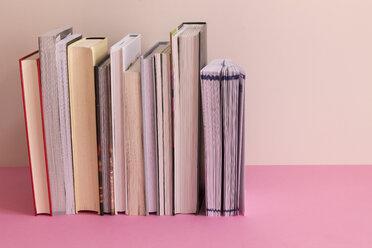 Row of books - CMF00795