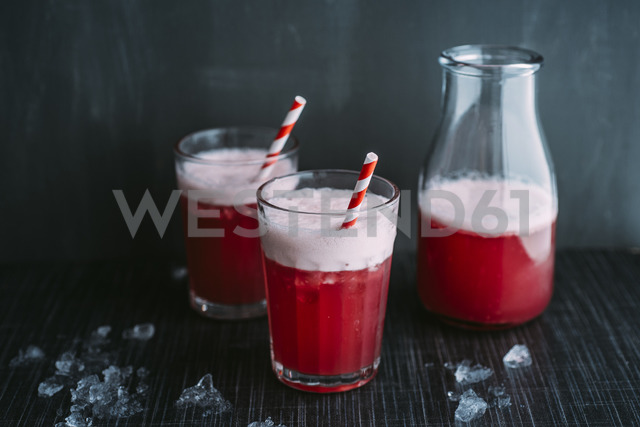 Drink: Switchel, drink with ginger, apple vinegar, coconut water, cranberry juice, lemon, cruched ice, honey - IPF00443