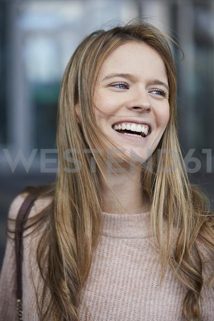 Portrait of laughing businesswoman - PNEF00606