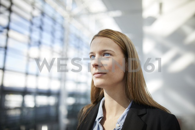 Portrait of young businesswoman - PNEF00609