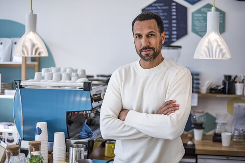 Portrait of confident owner of a cafe - DIGF03961