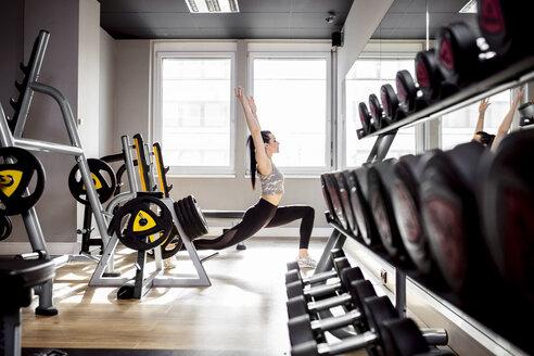 Woman exercising in gym - DAWF00626