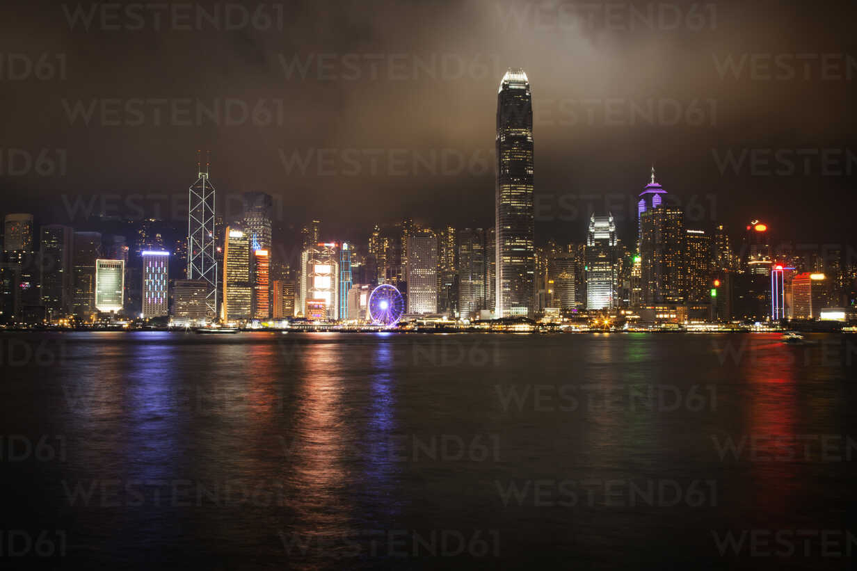 Illuminated Hong King Skyline by Kowloon Bay at night - CAVF46083 - Cavan Images/Westend61