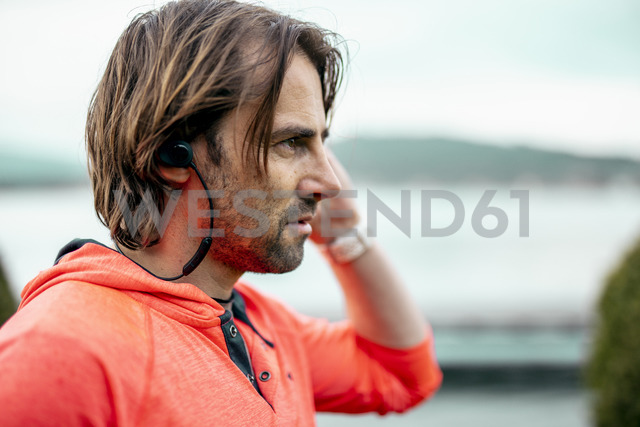 Portrait of athlete wearing earphones - DAWF00653