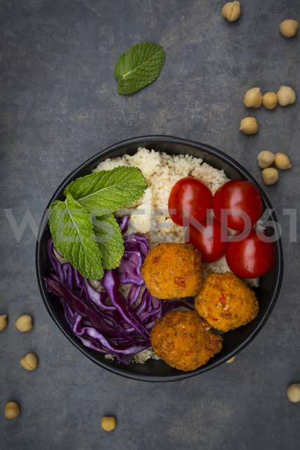 Couscous sweet potato falafel bowl with red cabbage, tomato, mint and hummus - LVF06884
