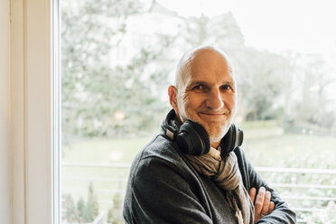 Portrait of a smiling senior man with headphones - GUSF00695