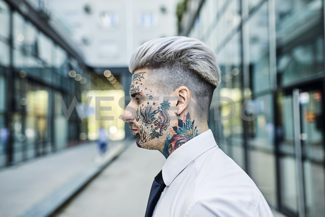 Young businessman with tattooed face, portrait - ZEDF01346