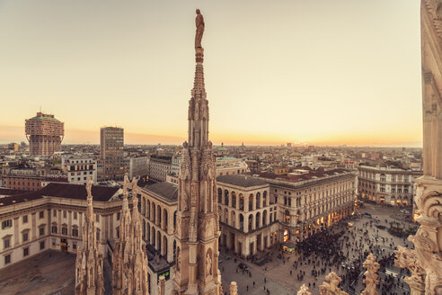 Italy, Lombardy, Milan, Milano Cathedral and Piazza del Duomo at sunset - TAMF01045