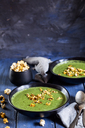 Vegan green vegetable soup with spinach, leek and peas, chili popcorn - SBDF03553