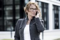 Woman using smartphone - FLLF00010
