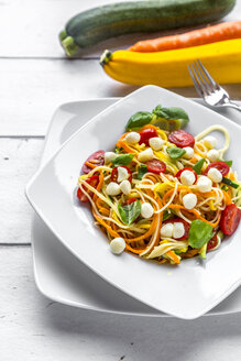 Zoodles with spaghettis, tomatoes and mini mozzarella cheese balls - SARF03683