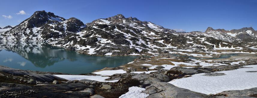 Greenland, East Greenland, Ammassalik Island, camp at Sammileq Fjord - ESF01601