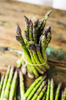 Bunch of green asparagus - GIOF03919