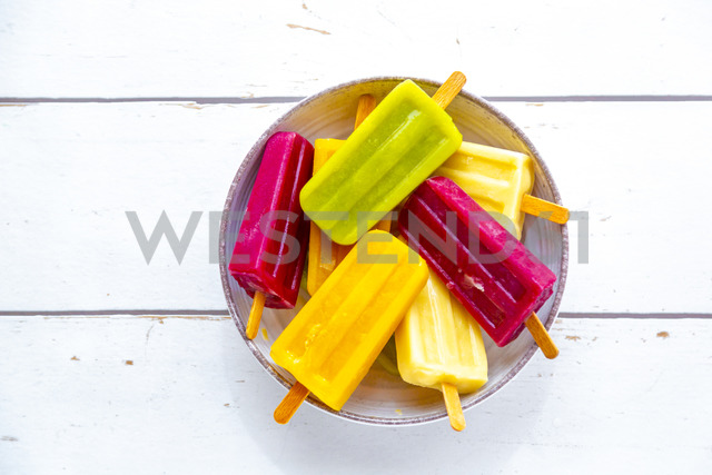 Bowl with colorful popsicles - SARF03699