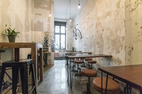Germany, Berlin, Berlin-Kreuzberg, vegan restaurant - TAMF01057