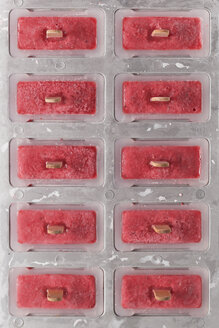 Homemade strawberry ice lollies in tray - RTBF01243
