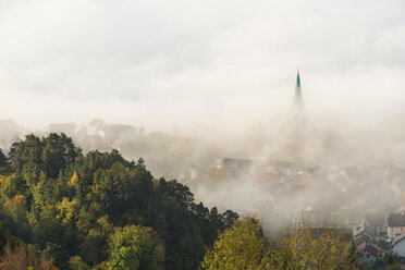 Germany, Baden-Wuerttemberg, Sipplingen, Lake Constance, fog over town and lake - SH02043
