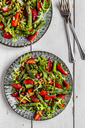 Salad of green asparagus, rocket, strawberries and pine nuts - SARF03715