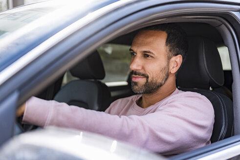 Smiling man driving car - DIGF04140