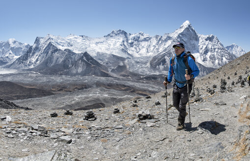 Nepal, Solo Khumbu, Everest, Mountaineer at Chukkung Ri - ALRF01078
