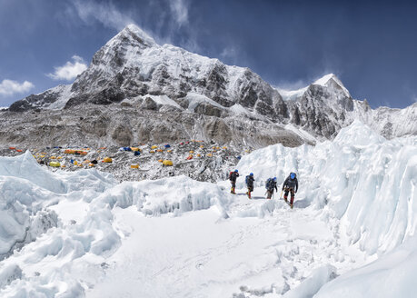 Nepal, Solo Khumbu, Mountaineers coming from Everest Base Camp - ALRF01108