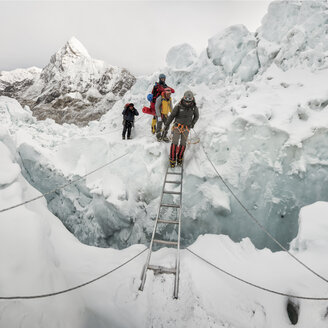 Nepal, Solo Khumbu, Mountaineers at Everest Icefall - ALRF01129