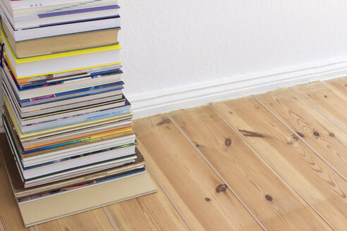 Stack of books on floor - CMF00800