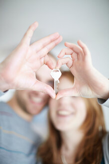 A happy couple holding a key - CUF01092