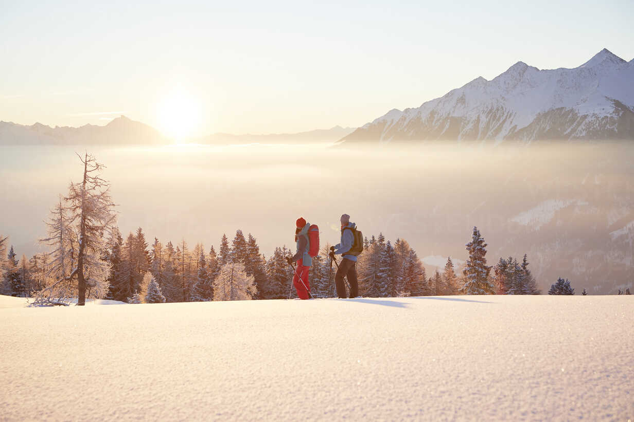 Austria, Tyrol, snowshoe hikers at sunrise - CVF00406 - Christian Vorhofer/Westend61