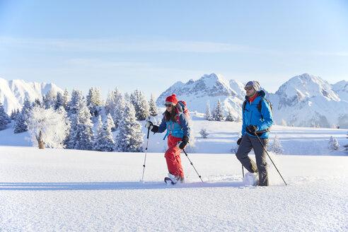Austria, Tyrol, couple snowshoeing - CVF00415