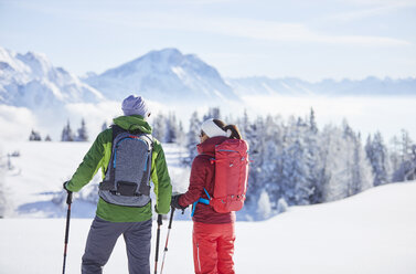 Austria, Tyrol, snowshoe hikers - CVF00424