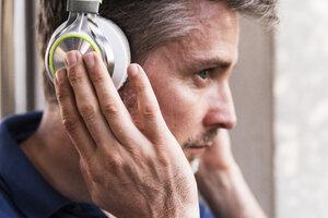Man listening music with headphones, close-up - UUF13577