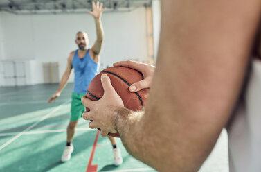 Men playing basketball, defence - ZEDF01360