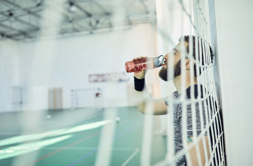 Basketball player drinking from plastic bottle - ZEDF01390