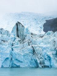 Argentina, Patagonia, El Calafate, Puerto Bandera, Lago Argentino, Parque Nacional Los Glaciares, Estancia Cristina, Spegazzini Glacier, iceberg - AMF05708