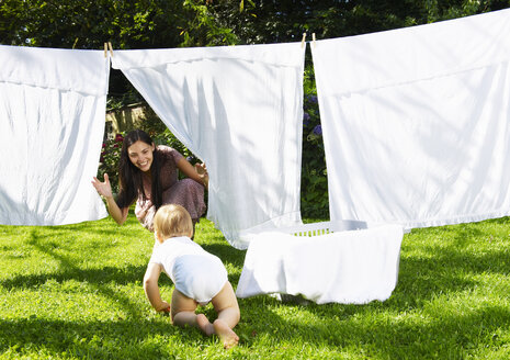 Mother and son playing in the laundry - CUF01483