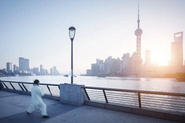 China, Shanghai, Skyline, athlete in the morning - SPP00035
