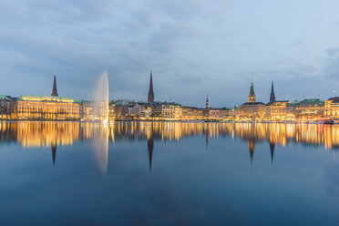 Germany, Hamburg, Inner Alster lake, city center in the evening - KEBF00822