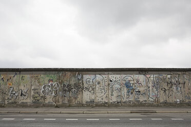 Remaining stretch of the berlin wall - ISF00673