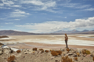 Woman standing, looking at view, Salar de Chiguana, Chiguana, Potosi, Bolivia, South America - CUF02623