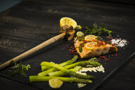 Salmon and green asparagus on slate - MAEF12588