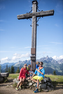 Austria, Salzburg State, Untertauern, family sitting at summit cross - HHF05564